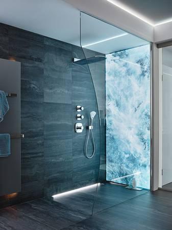 eigene fotos als hintergrund f r die dusche haustec. Black Bedroom Furniture Sets. Home Design Ideas