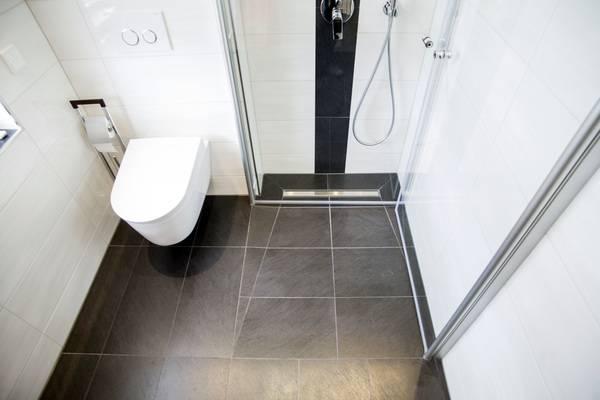 Bei Bodenebenen Duschen Führen Wegklappbare Glasabtrennungen Zu  Regelrechten Raumwundern.